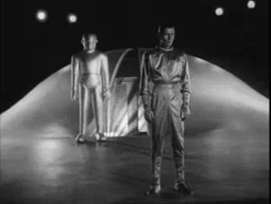KlaatuandGortdepart thumb The Day the Earth Stood Still review (1951 & 2008 versions)